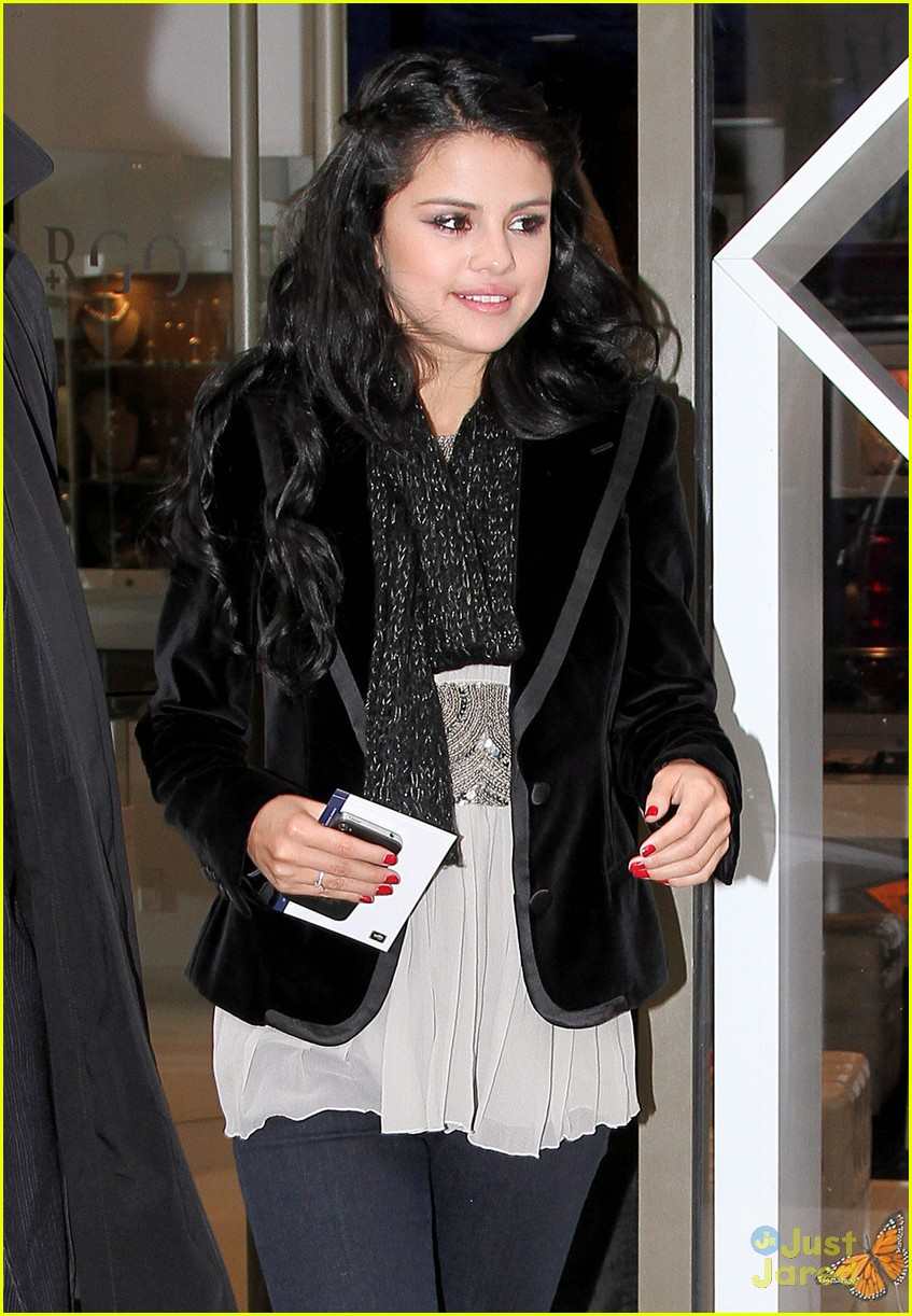 selena gomez unicef bag 01