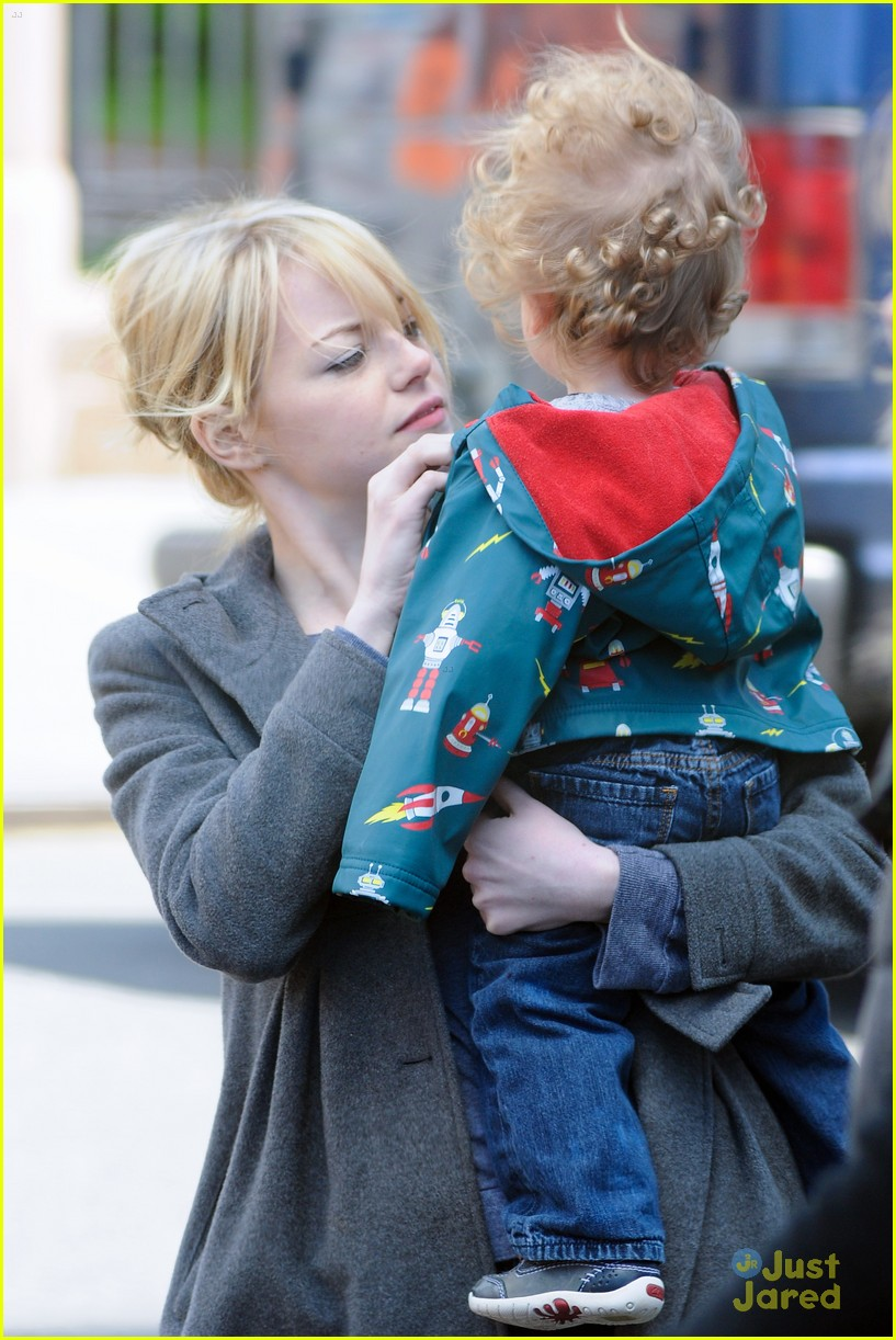 emma stone andrew garfield baby 03