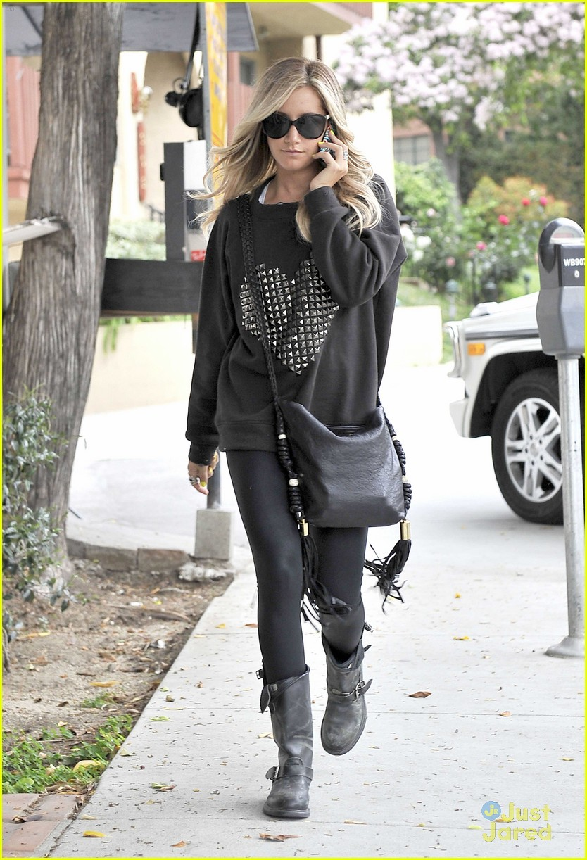 ashley tisdale heart sweater 05