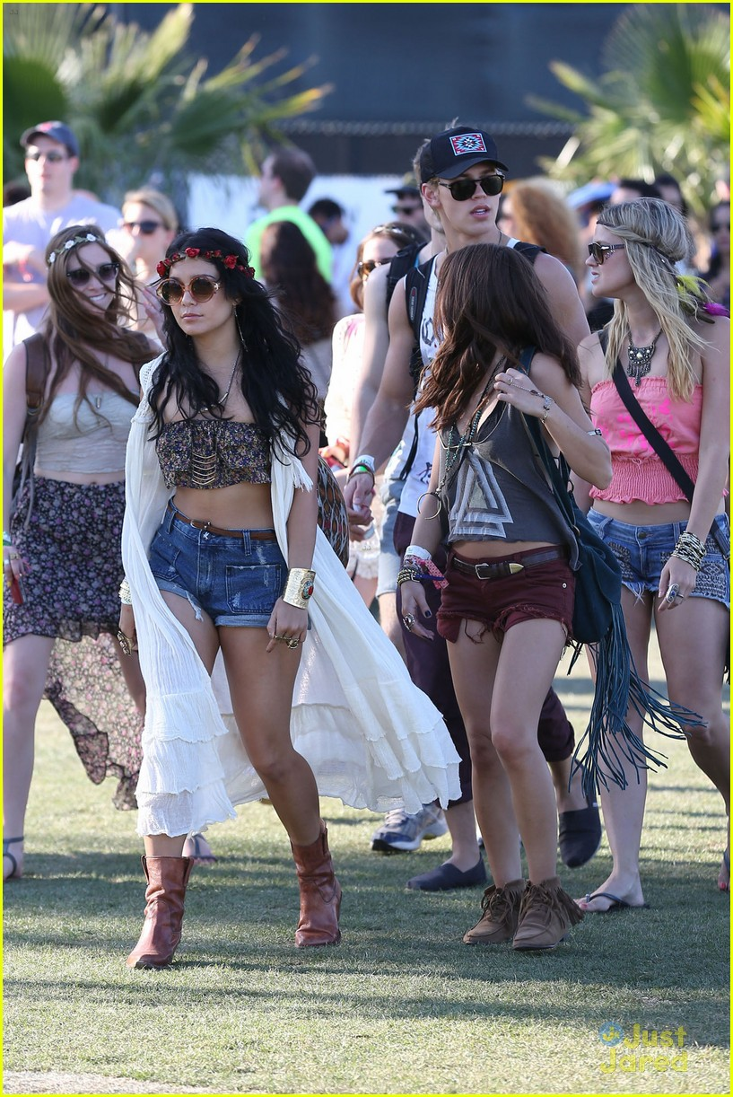 vanessa hudgens austin butler last kiss coachella 15