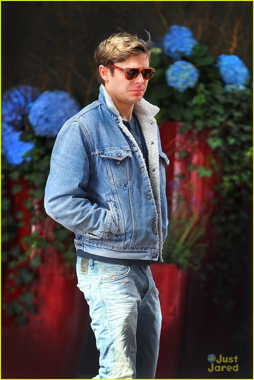 zac efron nyc jeans 01