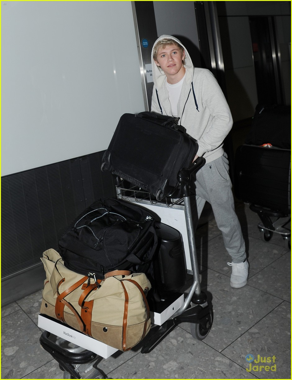 one direction heathrow arrival 01