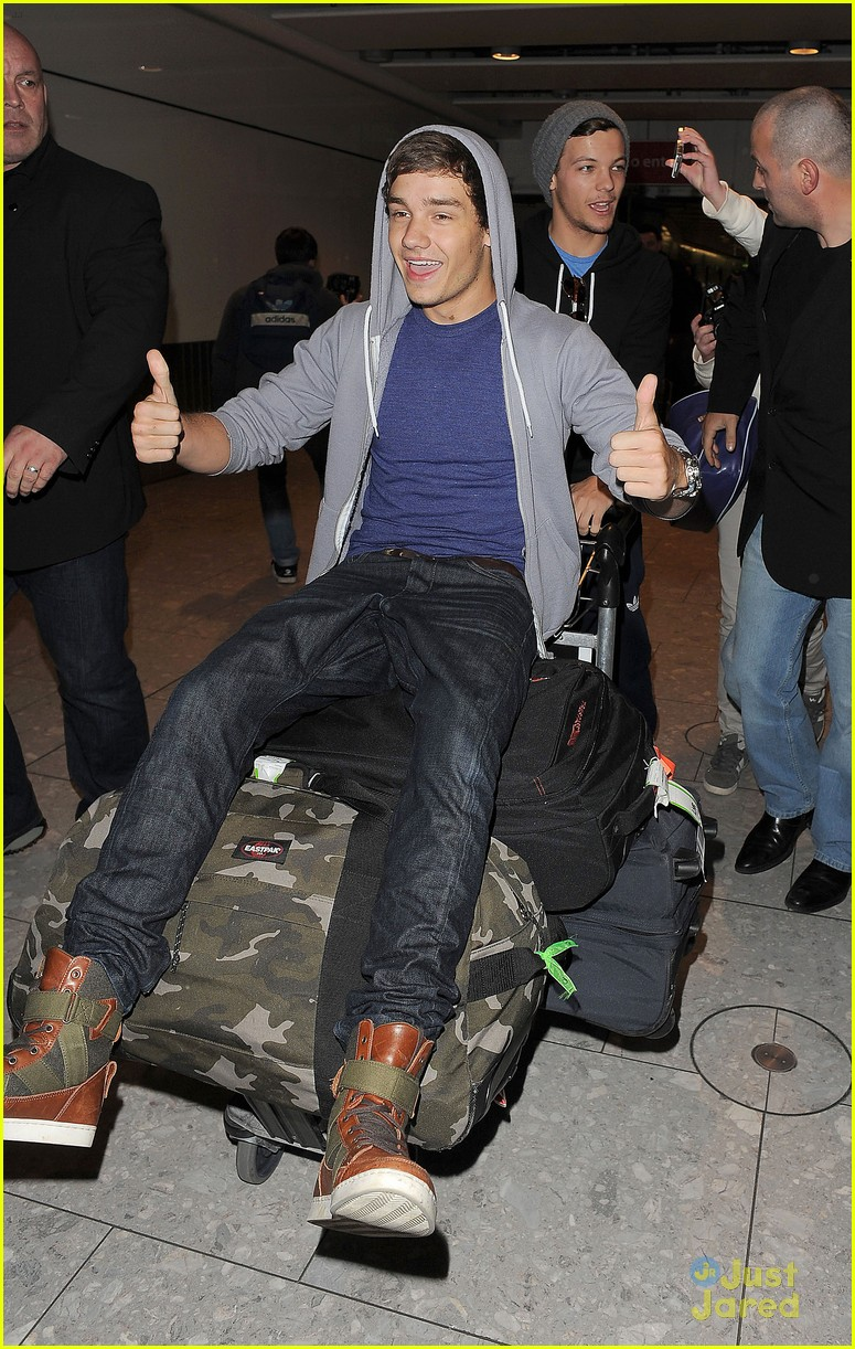 one direction heathrow arrival 03