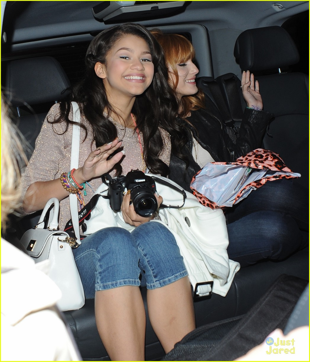 bella thorne zendaya disney london 04