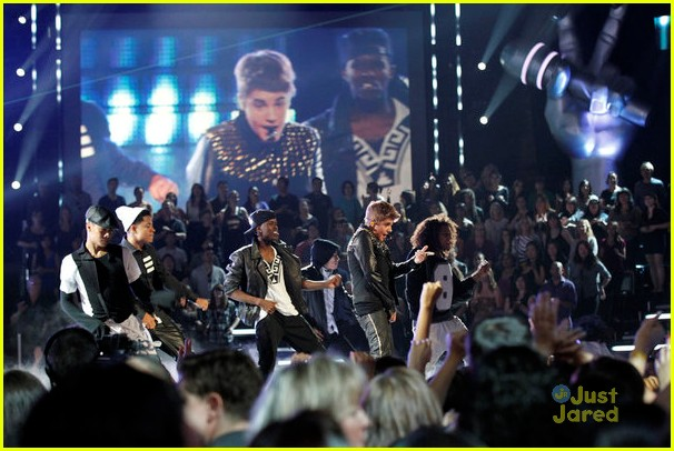 justin bieber performs boyfriend on the voice 10