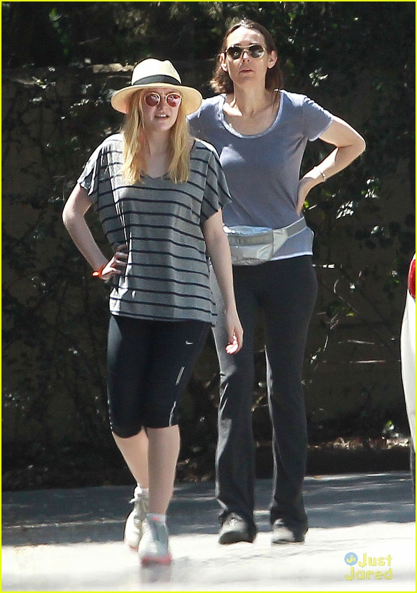 dakota elle joy fanning hike 09