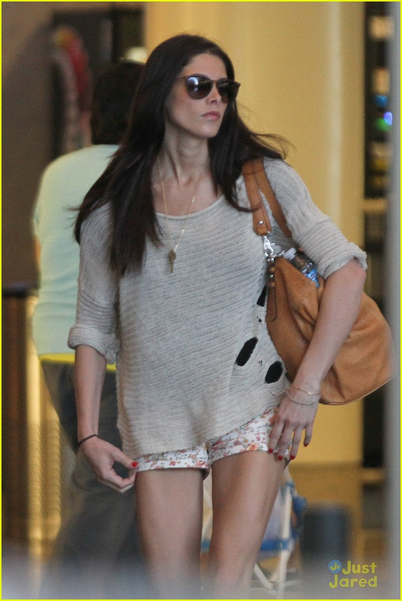 ashley greene lax arrival 02