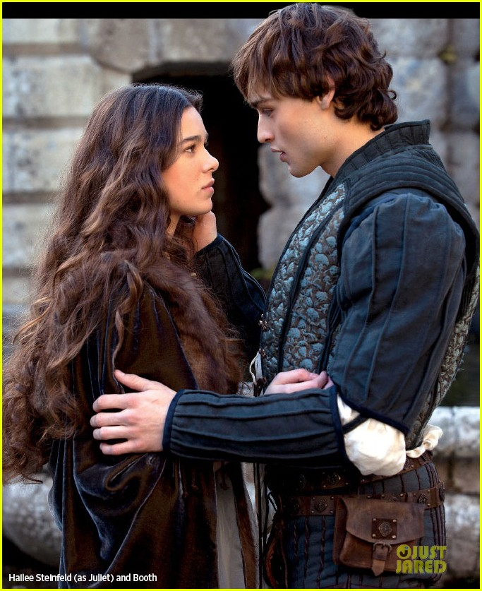 hailee steinfeld douglas booth romeo juliet first look 01