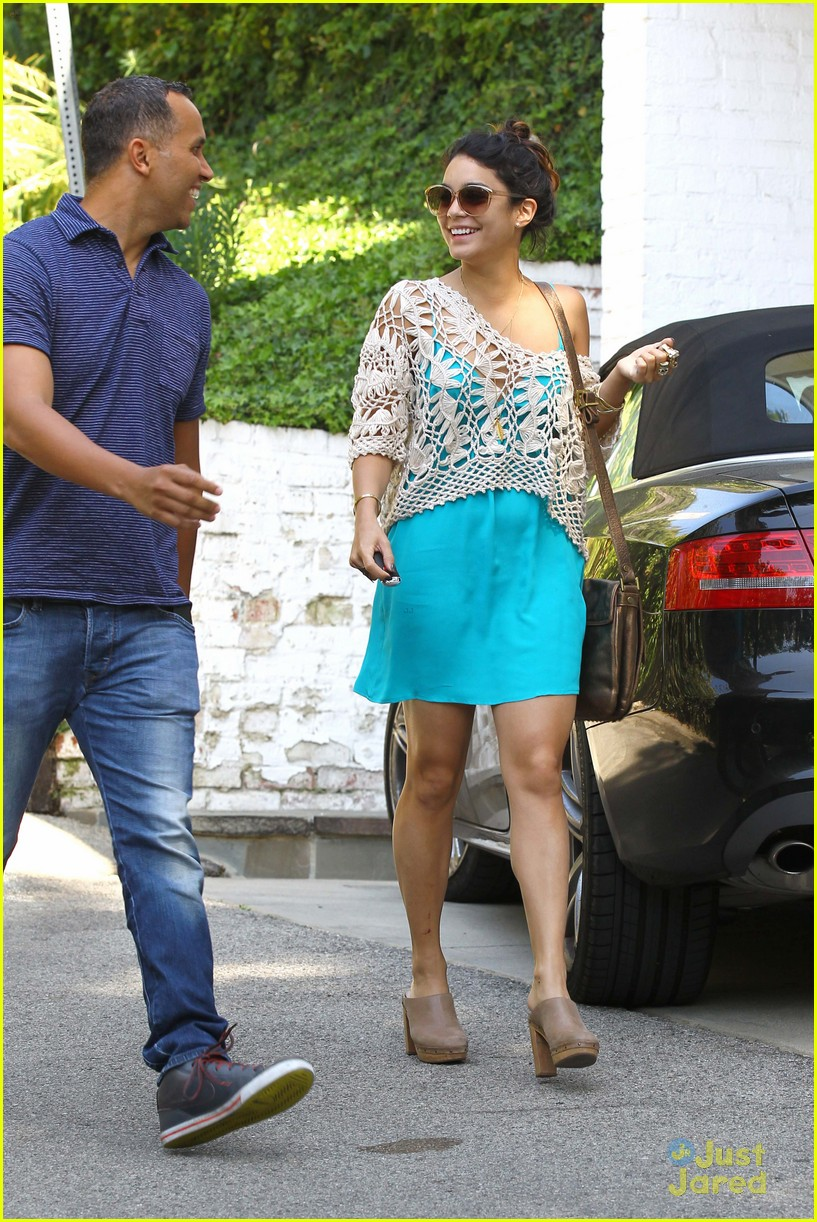vanessa hudgens lunch brit 03