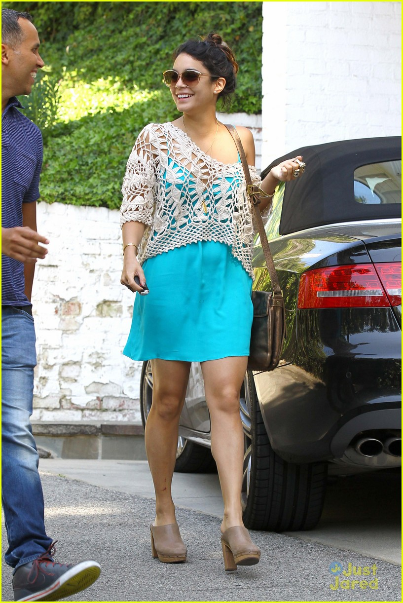 vanessa hudgens lunch brit 04