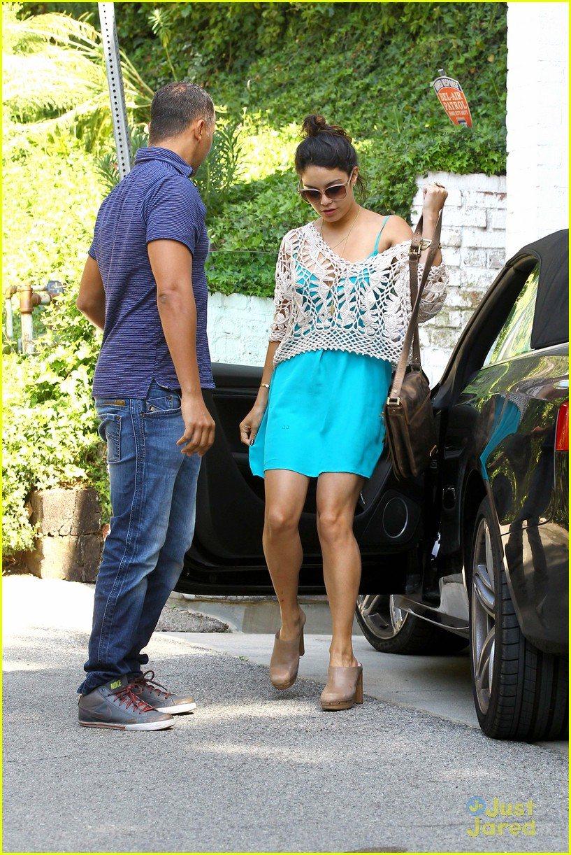 vanessa hudgens lunch brit 09