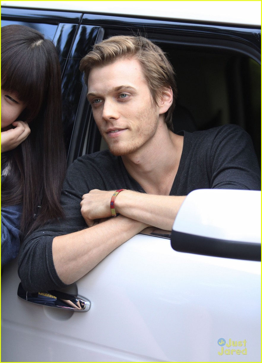 jake abel leven rambin percy set 15