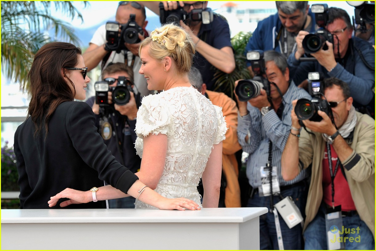 kristen stewart road cannes call 03