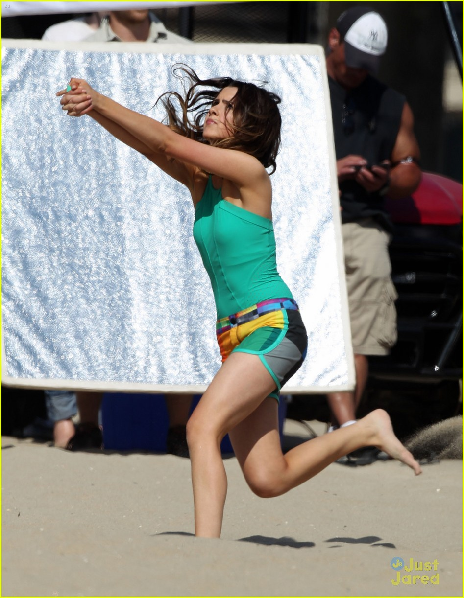 laura marano ross lynch aa beach 03