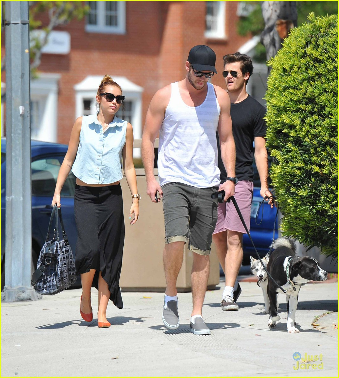 miley cyrus liam hemsworth lunch 11