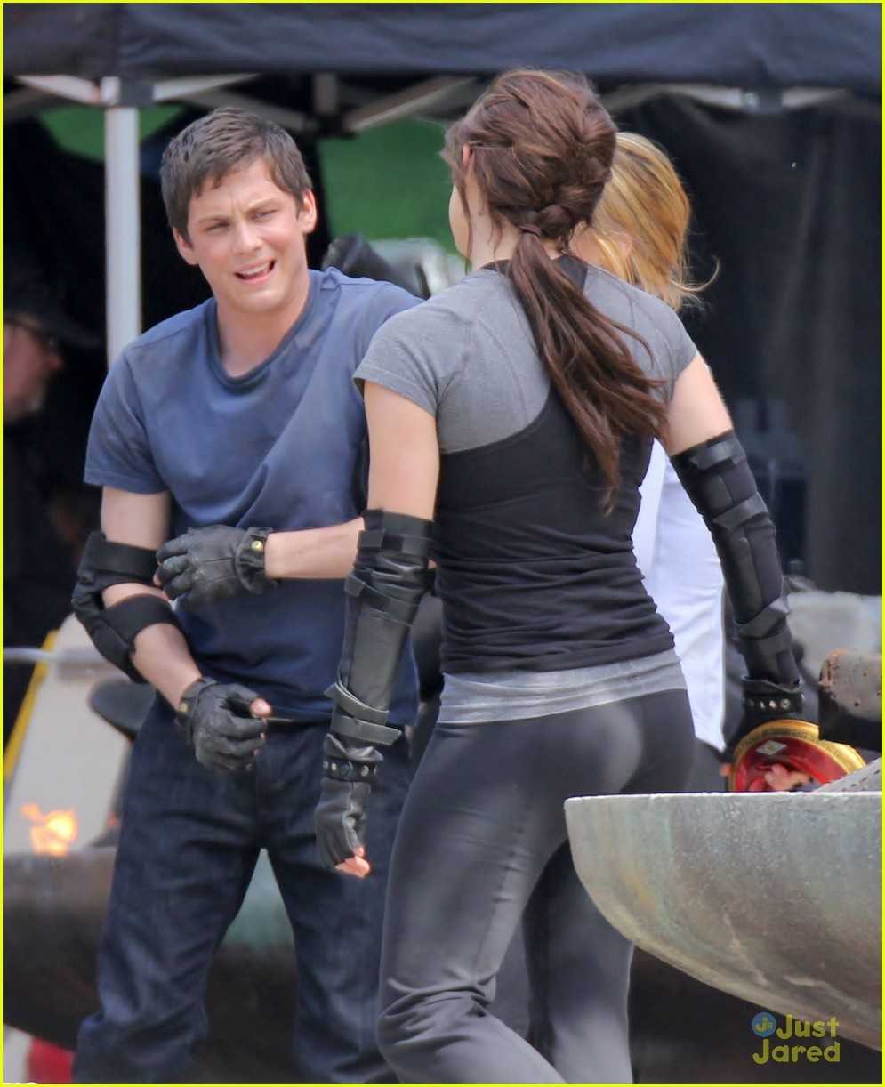 logan lerman alexandra daddario percy04