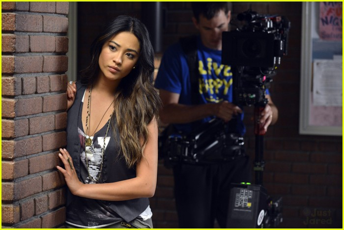 pretty little liars s3 premiere 03