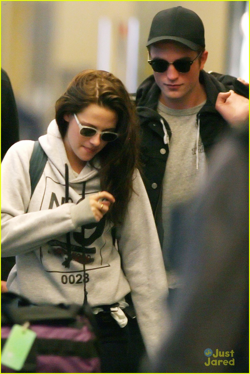 robert pattinson kristen stewart airport 07