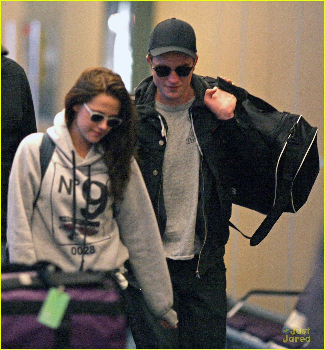 robert pattinson kristen stewart airport 09
