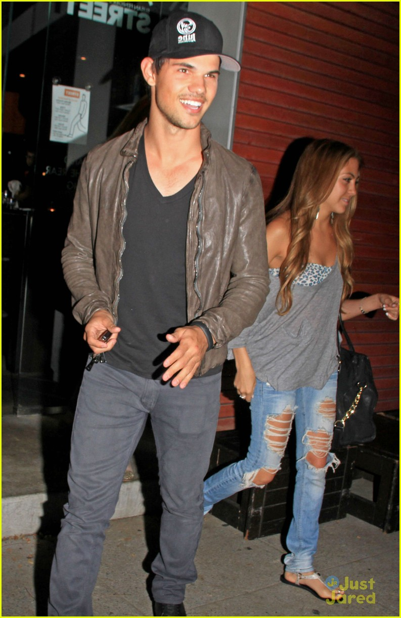 Full Sized Photo of ta... Taylor Lautner