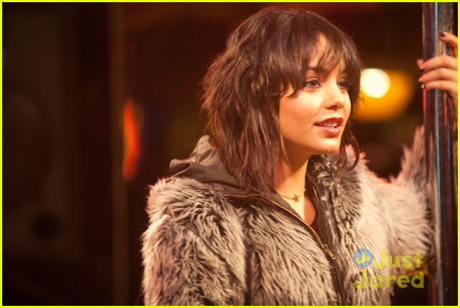 vanessa hudgens frozen ground pics 11