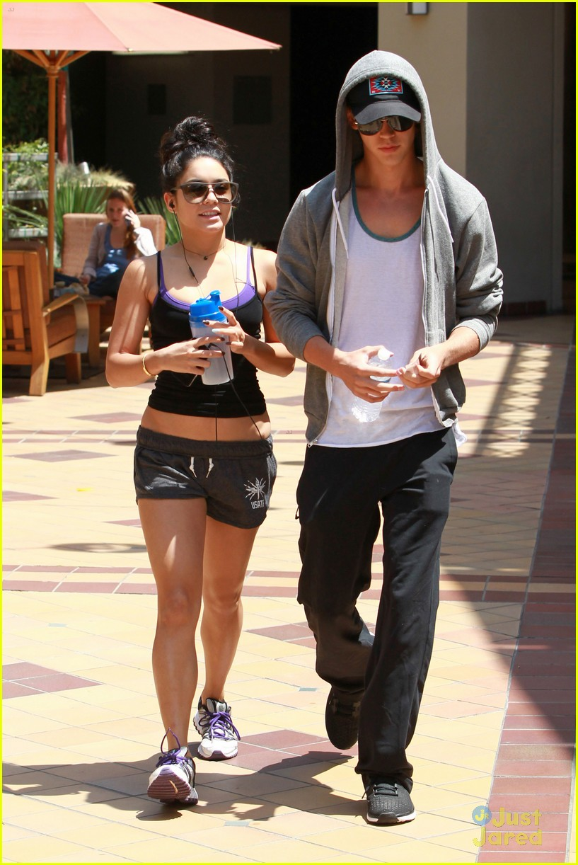 vanessa hudgens frozen ground pics 13