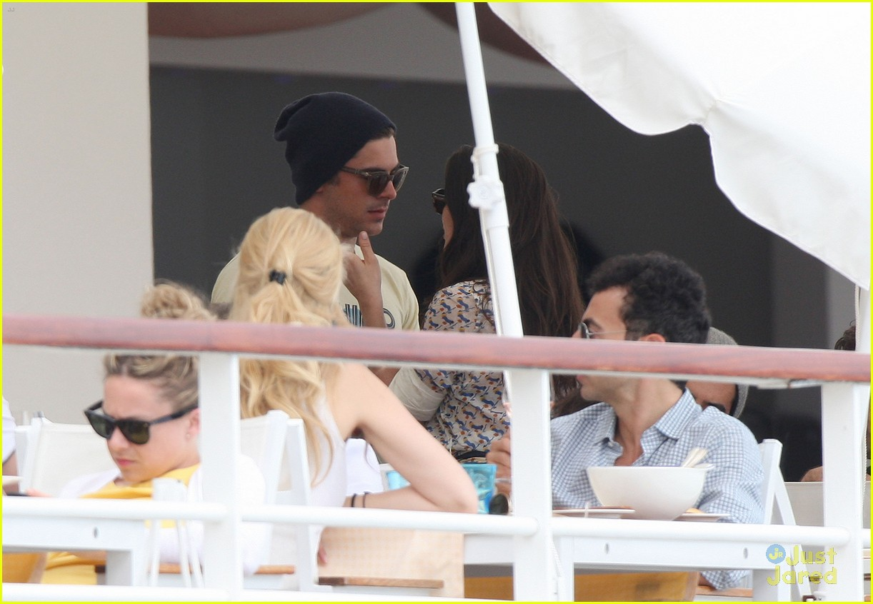 zac efron cannes camera 10
