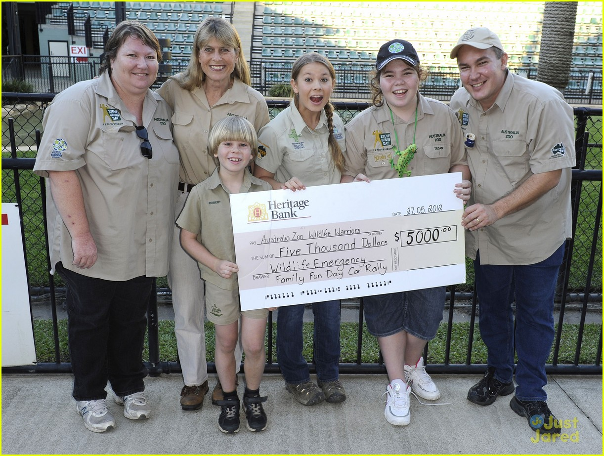 bindi irwin zoo hospital fundraiser 01