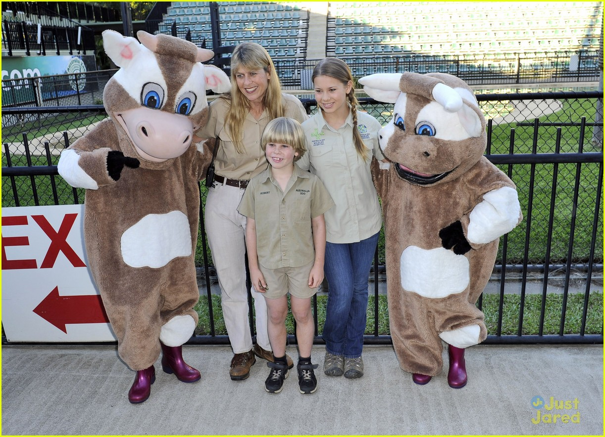 bindi irwin zoo hospital fundraiser 05