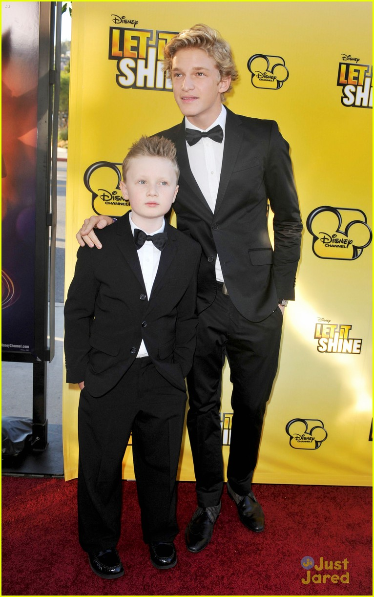cody simpson calum worthy let shine 04