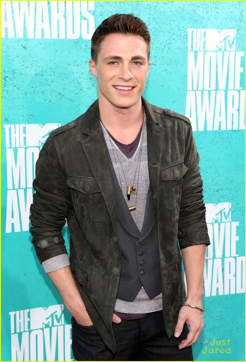 colton haynes dylan obrien mtv movie awards 01