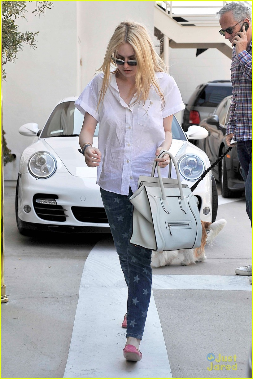 dakota fanning star jeans 01