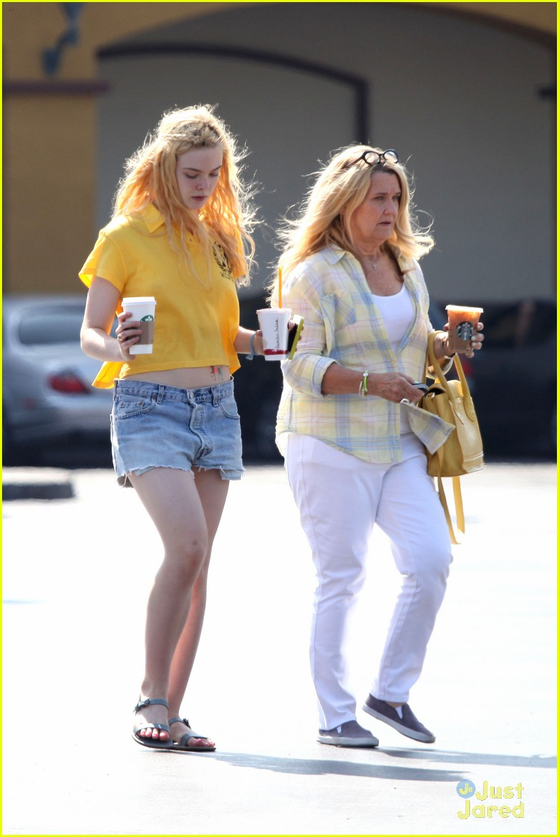 elle fanning shopping grandma 05