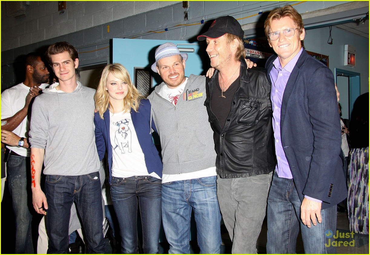 emma stone andrew garfield blue glasses 01