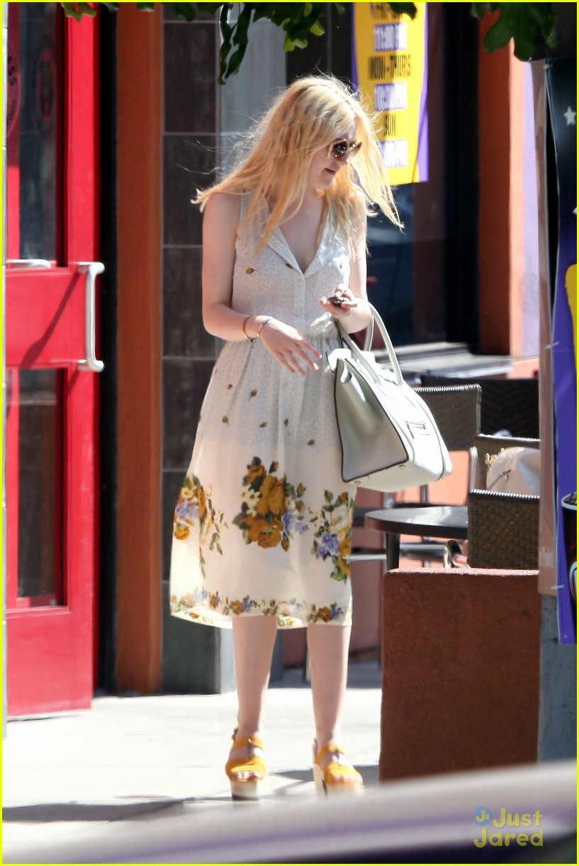 dakota elle fanning pizza neon 20