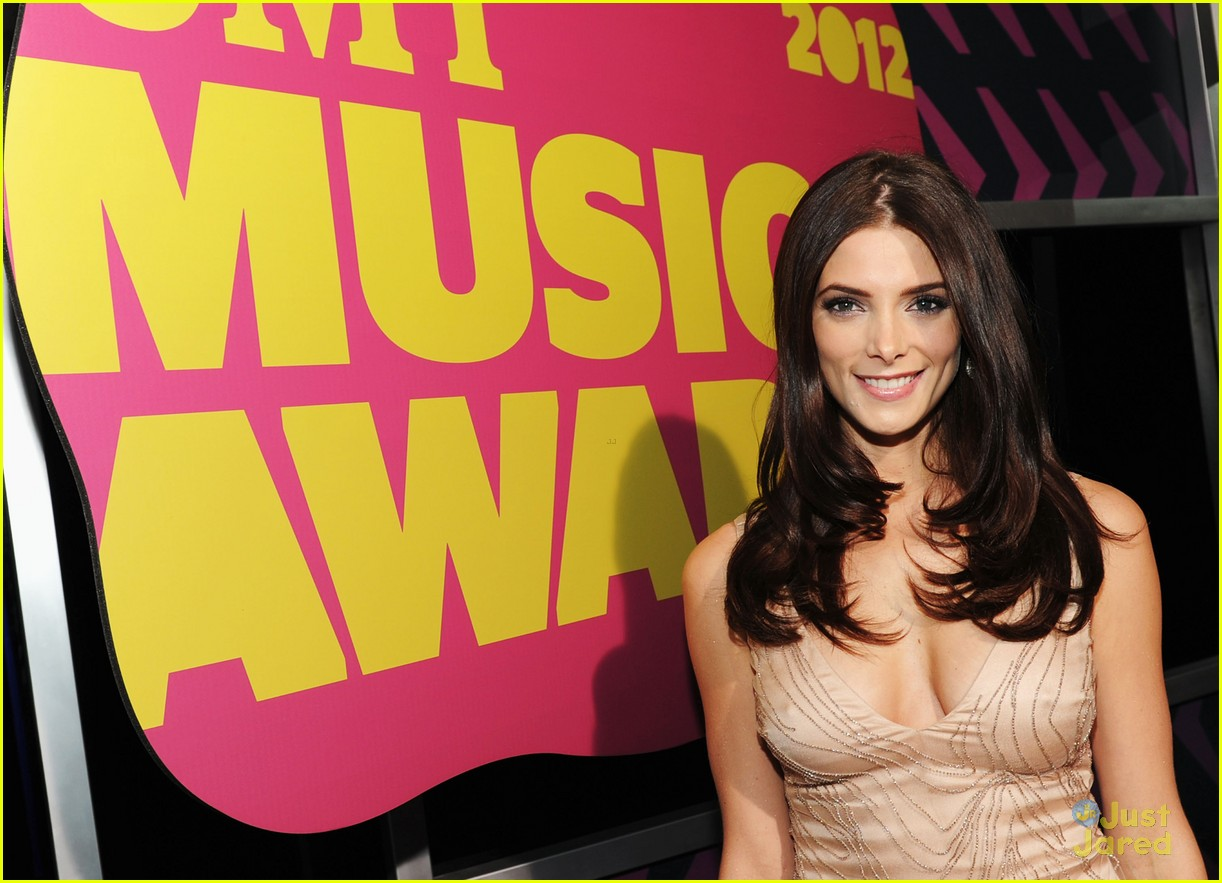 ashley greene cmt awards 04