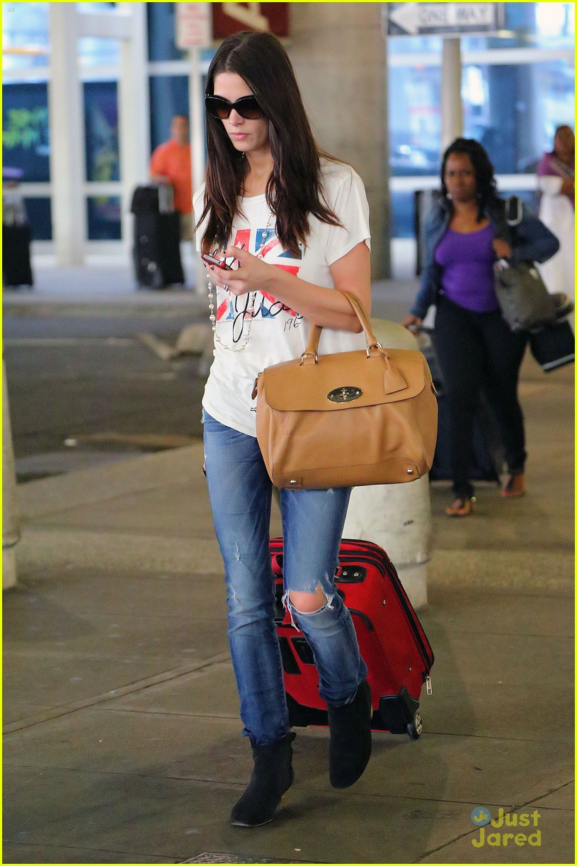 ashley greene lax jfk 02
