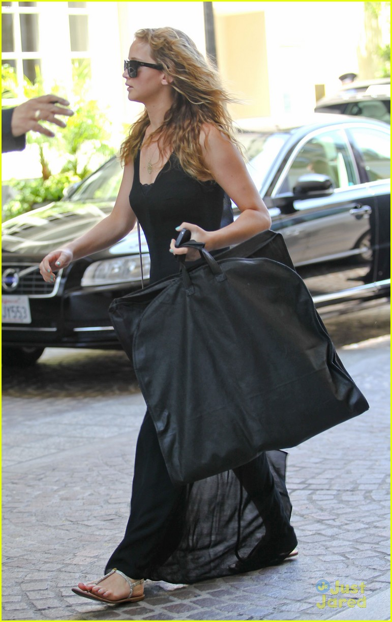 jennifer lawrence garment bag 06