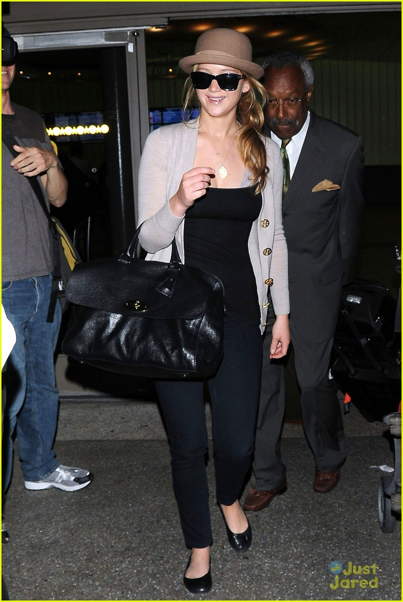 jennifer lawrence lax arrival 06
