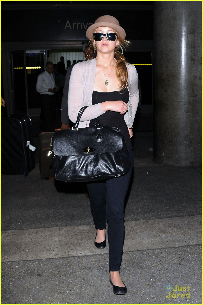 jennifer lawrence lax arrival 09