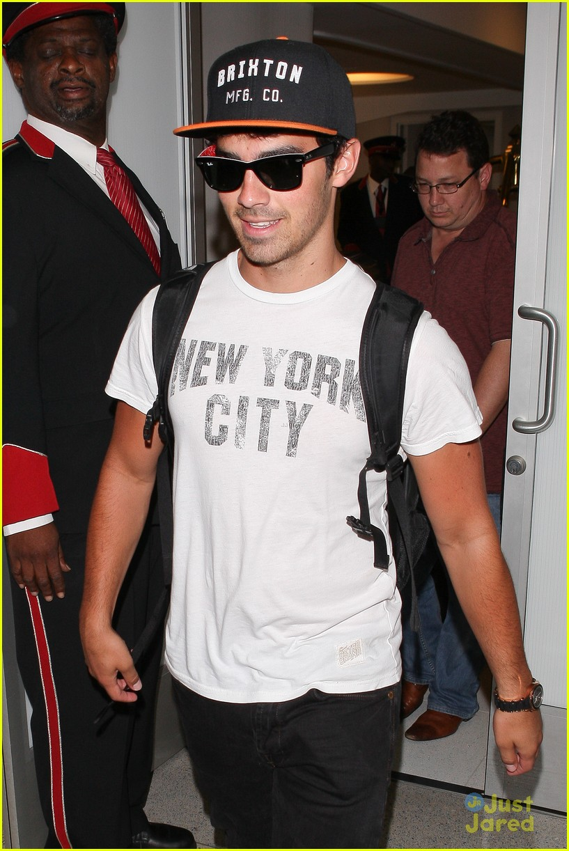 nick joe jonas big apple bound 04