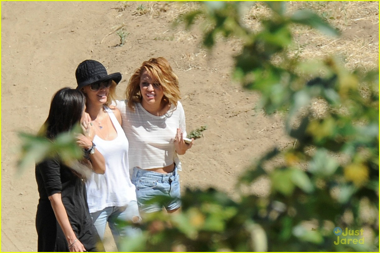 miley cyrus shoot malibu 02