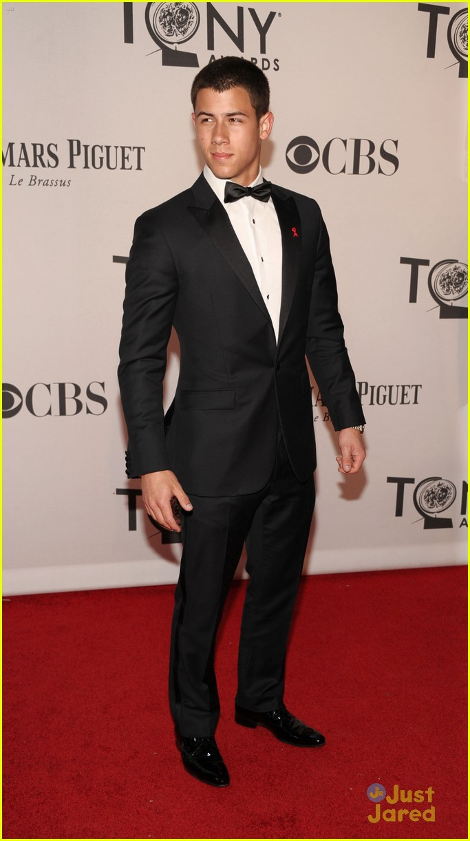 nick jonas tony awards 04