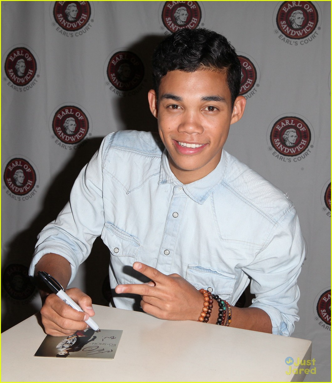 roshon fegan mlb fan cave 09
