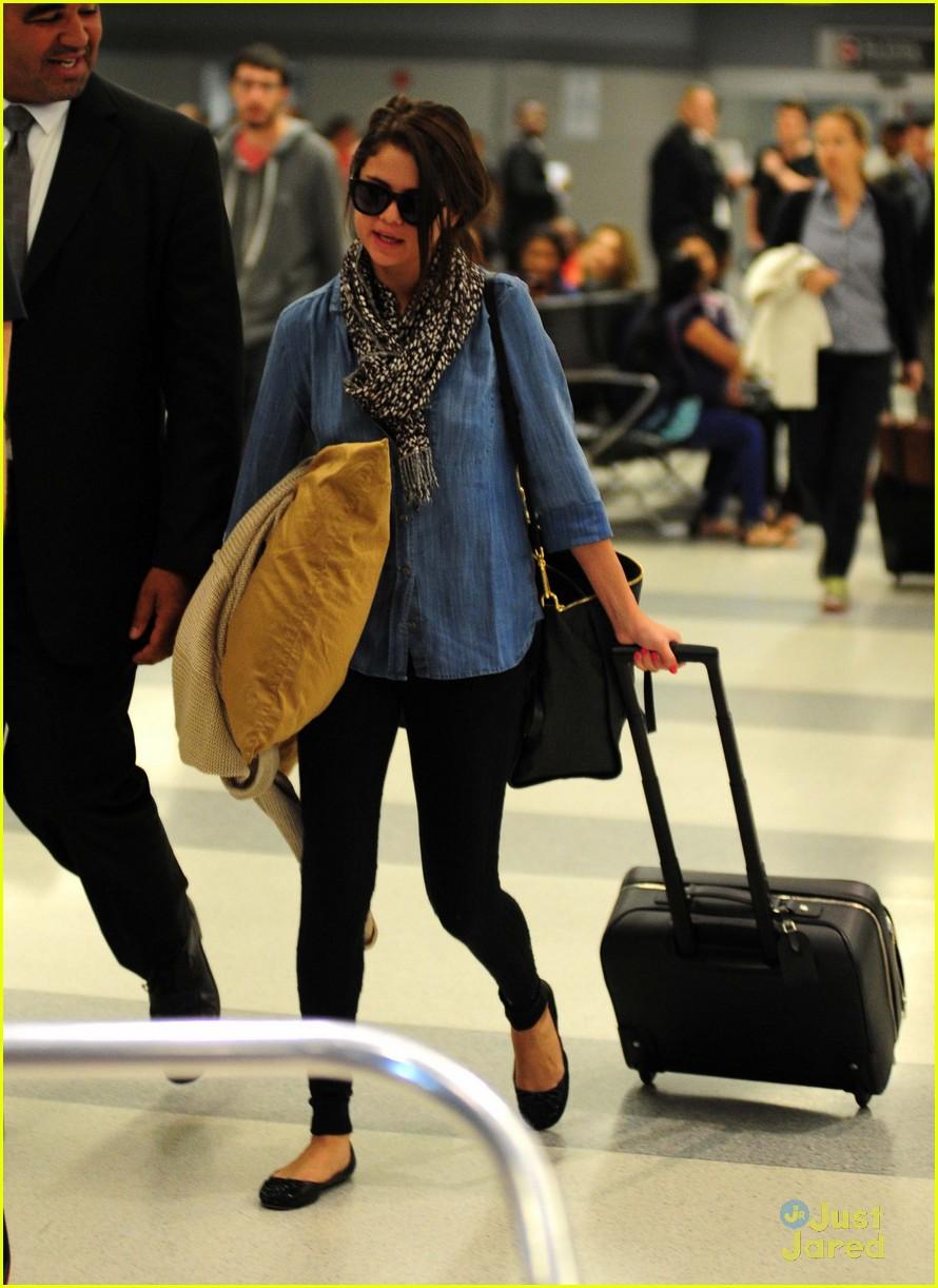 selena gomez airport arrival 06
