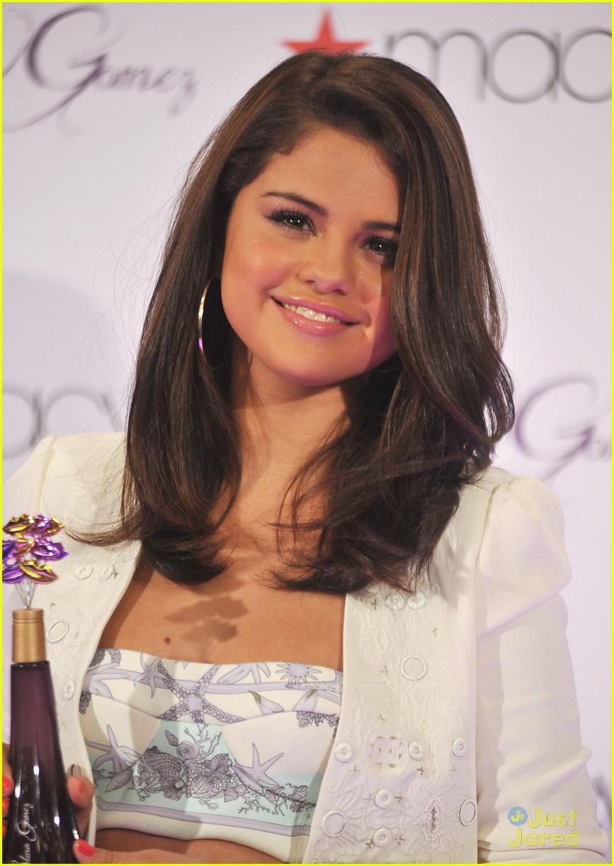 Selena Gomez Macys lansering 02