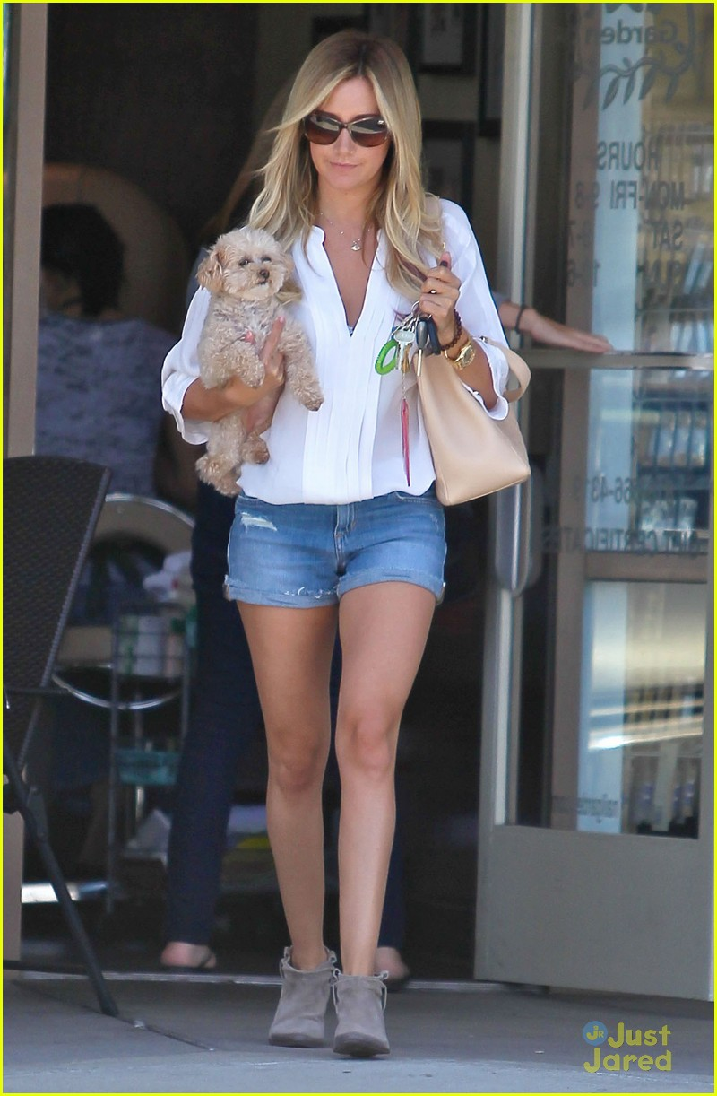 ashley tisdale maui nails 10