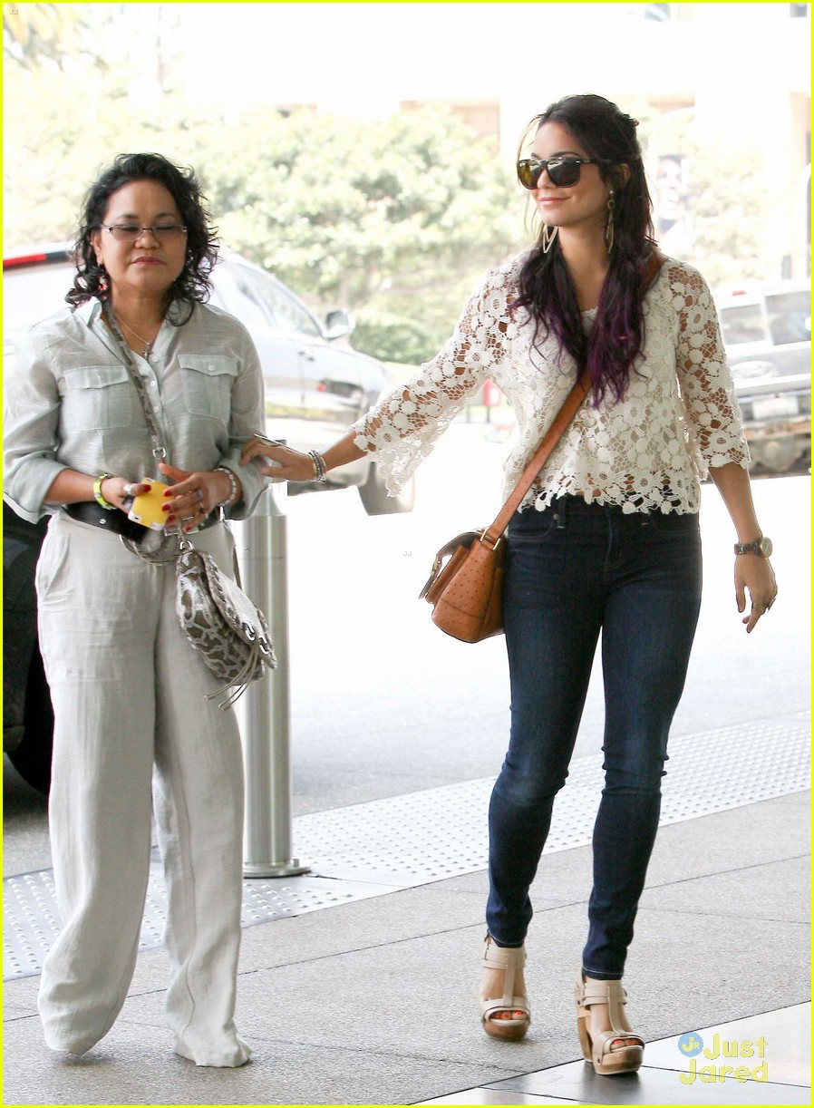 vanessa hudgens century city mom 08