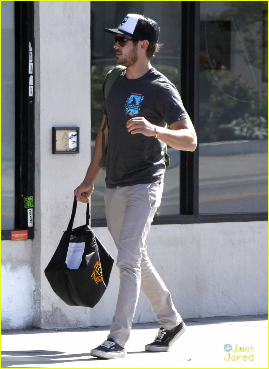zac efron zen foods pickup 06