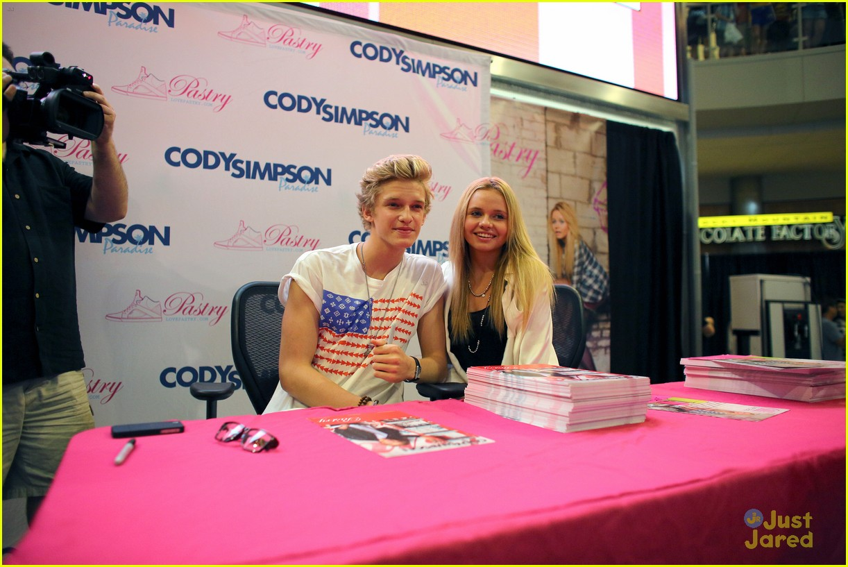 cody simpson mall america 03